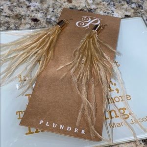 3/$10 🔥 Retired Plunder Feathered earrings-NIB